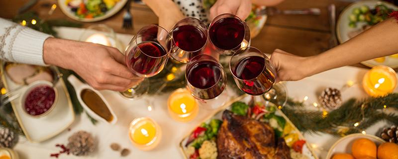 Rode wijn is heerlijk als begeleider bij een maaltijd. Hoe maak jij je keuze?