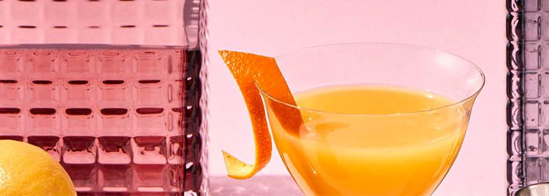 Een fruitige en oranje gin cocktail maken? Check het recept.