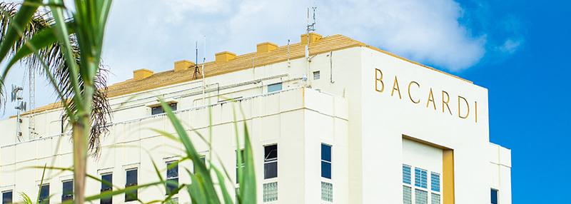 Lees meer over het aandeel van Bacardi in de geschiendenis van rum