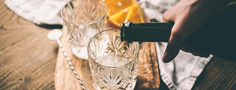 Maak een lekkere champagne cocktail voor tijdens de feestdagen