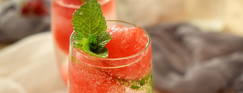 Melon on the Rocks is een fruitige cocktail met champagne, maak 'm nu zelf met dit recept