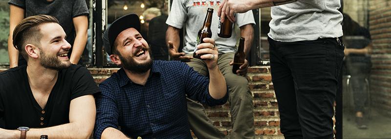 Flesjes bier drinken