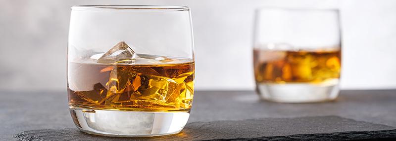 whisky met ijs drinken